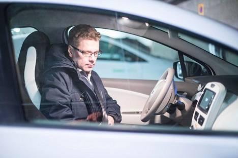 Lappeenrannassa yhteiskäyttöautoilla ajelu on viime aikoina merkittävästi lisääntynyt, kun tieto mahdollisuudesta on levinnyt. Kaupungin ilmastokoordinaattori Petri Kero ajaa autolla työpäivän aikana.