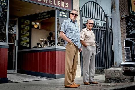 The Irishmanilla on 10 Oscar-ehdokkuutta. Robert De Niro (vas.) ja Joe Pesci ovat molemmat ehdolla.