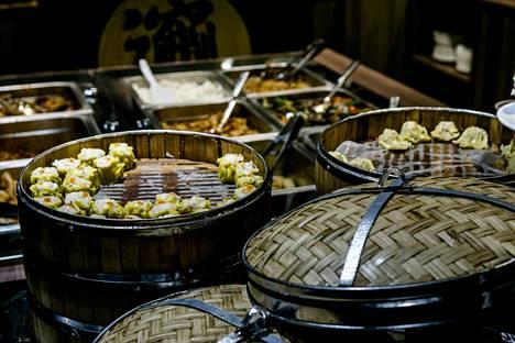 Kiinalainen Biang-ravintola toimii Helsingin keskustassa Stockmannilla ja Citycenterissä. Kuva on ravintolan lounaspöydästä.