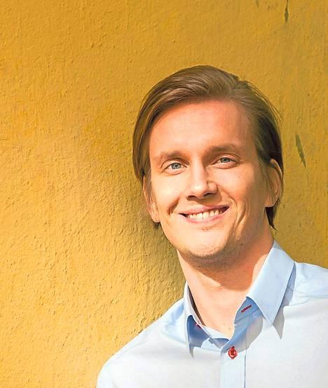Pasi Pekkola on lahtelainen kirjailija ja entinen koripalloilija, joka on työskennellyt Kiinassa kolme vuotta.