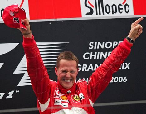 Viimeisellä Ferrari-kaudellaan Michael Schumacher juhli Kiinan GP:n voittoa.