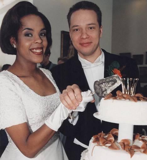 Kaisla Löyttyjärven esittämä Pirkko avioitui Kotikadussa Janne Mäkimaan (Misa Nirhamo) kanssa. Löyttyjärvi esiintyi sarjassa vuosina 1996–2004.