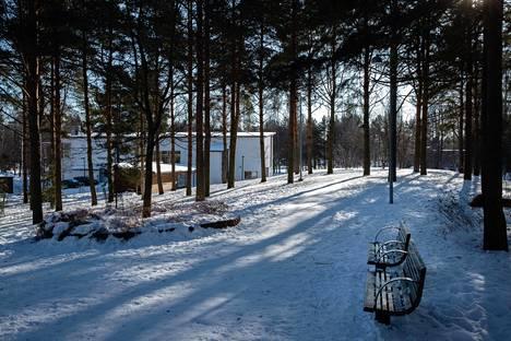 Yliskylän tuleva rakentaminen toteutetaan osin puisto- ja virkistysalueille. Kuvassa olevaan Kiiltomadonpuistoon aiotaan rakentaa asuinkerrostalo.