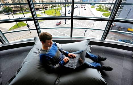 IT-alalla työskentelevän Antti Ollilan mielestä työaikalakia olisi muutettava siten, että hän voisi tehdä eri päivinä eripituisia työjaksoja. Ollilan mukaan valinnanvapauden lisääntyminen helpottaisi elämää merkittävästi.
