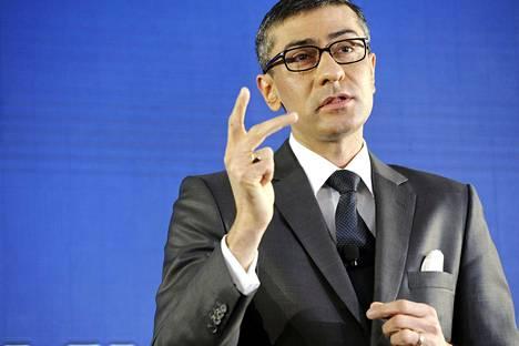 Nokian toimitusjohtajan Rajeev Surin peruspalkka oli viime vuonna vähän yli miljoona euroa. Kokonaisansiot nousivat 9,5 miljoonaan.