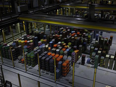 Lähtevien juomien keräily on tehtaalla automatisoitu.