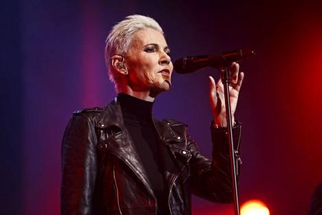 Marie Fredriksson lavalla Roxetten kanssa Helsingissä marraskuussa 2014.