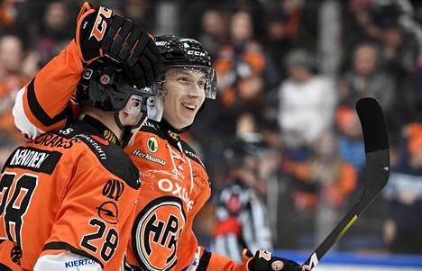 HPK:n Henri Kanninen teki ratkaisumaalin voittolaukauskisassa jääkiekon miesten Liigan ottelussa HPK vastaan HIFK tammikuussa.