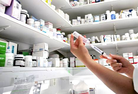 Kaikki lääkkeenmääräämiskoulutuksen suorittaneet sairaanhoitajat eivät ole vielä päässeet kirjoittamaan reseptejä.
