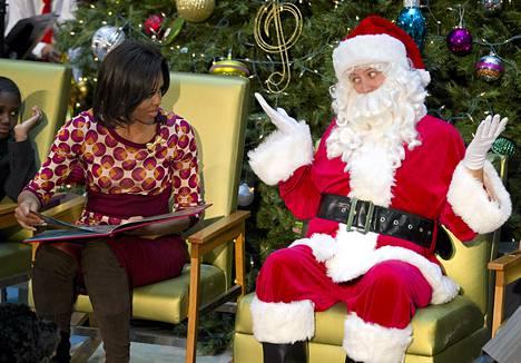 Michelle Obama tapasi joulupukin aiemmin joulukuussa Washingtonissa.