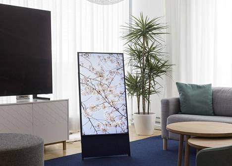 Kun Samsung The Seron ruutu on pystyasennossa, se näyttää jättikokoiselta älypuhelimelta.