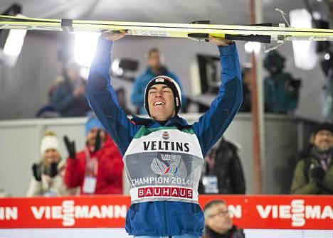 Stefan Kraft juhli tammikuun alussa mäkiviikon voittoa.