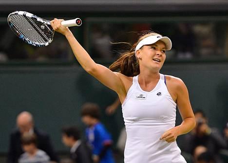 Puolan Agnieszka Radwanska kohtaa finaalissa kokeneen Serena Williamsin.