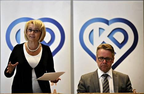 Kristillisdemokraattien puheenjohtaja Päivi Räsänen ja puolueen eduskuntaryhmän puheenjohtaja Peter Östman puhuivat Äänekoskella torstaina.
