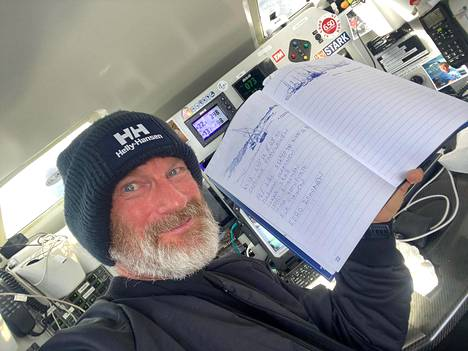 Ari Huusela's encouragers have been able to buy their name on the mast and get involved in the race that way.  During the trip, new encouragers have also come, whose names Huusela has written in the logbook.