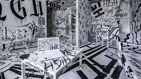 Taiteilija Sheikki toteutti teoksen Taiteen taloon.
