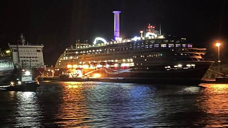 Viking Grace hinattiin Maarianhaminan satamaan sunnuntaina aamuyöllä.
