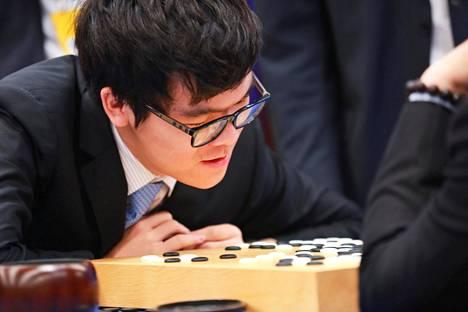 Ke Jie ei voittanut Itä-Kiinassa Wuzhenin kaupungissa järjestetyssä tapahtumassa yhtään peliä AlphaGota vastaan.