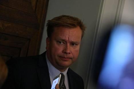 Vaalirahoitusjupakassa tuomittu Antti Kaikkonen on nykyisin keskustan eduskuntaryhmän puheenjohtaja.