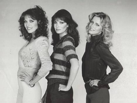 Tanya Roberts (vas.) yhdessä muiden viidennen tuotantokauden Charlien enkeleiden Jaclyn Smithin ja Cheryl Laddin kanssa vuonna 1980.