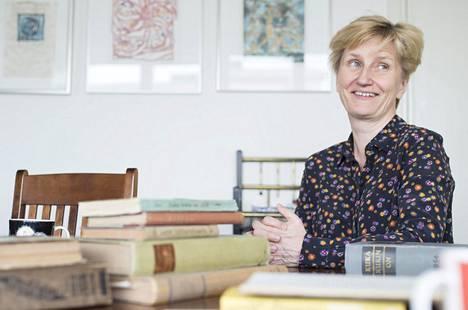 Toimittaja ja kirjailija Minna Lindgren.