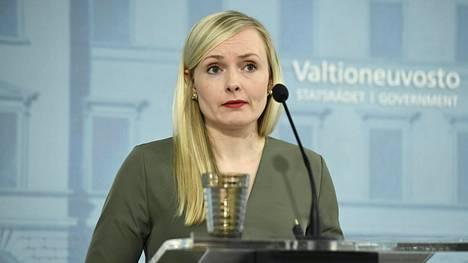 Vihreiden puheenjohtaja, sisäministeri Maria Ohisalo kertoi tiistaina puolueensa elvytysajatuksista. Kuva hallituksen tiedotustilaisuudesta toukokuun alusta.