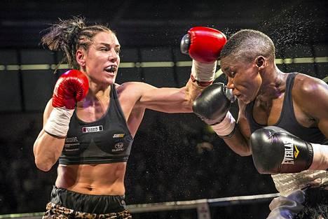 Eva Wahlström voitti ottelun Kenian Fatuma Zarikaa vastaan lauantaina Kotkassa.