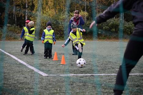 Palloliitto hankkii palkintorahoilla esikouluikäisille pehmopalloja.
