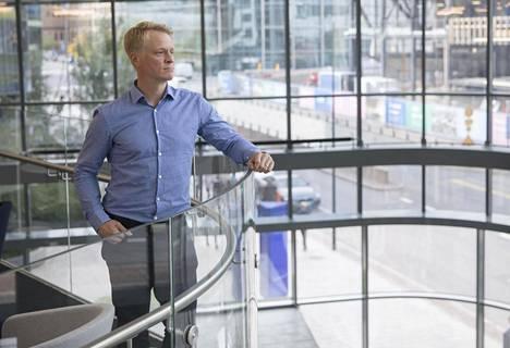 Jyrki Louhi jätti jääkiekkoilun jo 32-vuotiaana. Kauppatieteen maisteri tekee nyt toista uraa konsulttijätti KPMG:llä.