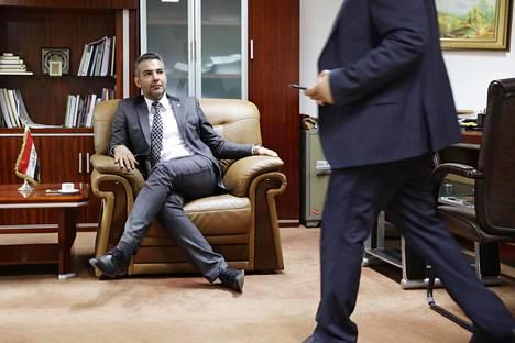 CMI:n Hussein al-Taee neuvotteli kansanedustaja Qassim al-Aboudin kanssa Irakin parlamentissa marraskuussa. Yksi neuvottelutyön tuloksista on 50-sivuinen sovintosuunnitelma.