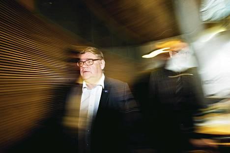 Timo Soini (vas.) ja Jussi Niinistö tapasivat lehdistöä tiistaina. Aiemmin päivällä Soini oli tavannut keskustajohtaja Juha Sipilän.