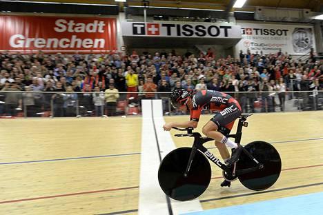 Rohan Dennis ajoi tunnissa 52,49 kilometriä Sveitsin Grenchenissä.