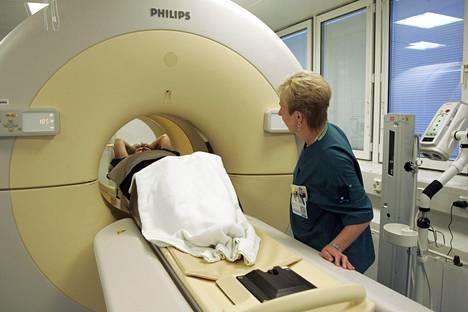Tekoäly tulkitsee Alzheimerin taudin oireita pet-aivokuvantimen kuvista. Tämä pet-kuvannin on Helsingistä, eikä liity jutun tutkimukseen.