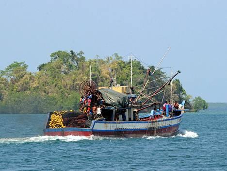 Filippiiniläinen kalastusalus seilasi kiistellyn Scarborough'n matalikon tuntumassa toukokuun alussa.