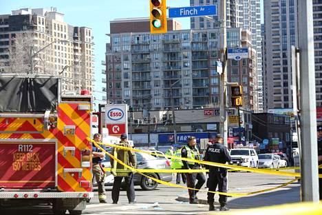 Maailmalla tiedossa on useita väkivaltatapauksia, joissa epäilty kytkeytyy incel-ryhmiin. Kanadalainen mies ajoi autolla väkijoukkoon Torontossa huhtikuussa 2018. Epäilty kertoi kuuluvansa incel-liikkeeseen, mutta häntä vastaan ei ole nostettu terrorisyytteitä.