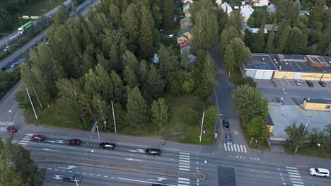 Kehä I:n ja Kyläkunnantien välissä olevan metsäisen alueen tilalle on suunnitelmissa rakentaa McDonald's-ravintola.