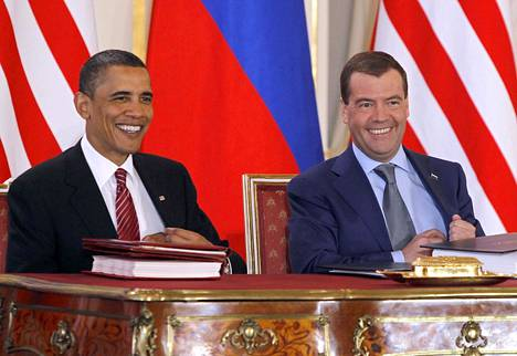Yhdysvaltain presidentti Barack Obama ja Venäjän presidentti Dmitri Medvedev allekirjoittivat Start II -sopimuksen Prahassa 8. huhtikuuta 2010, mutta tämä sopimus ei käytännössä koskaan tullut voimaan Yhdysvaltain ohjustorjuntajärjestelmästä syntyneen kiistan vuoksi.