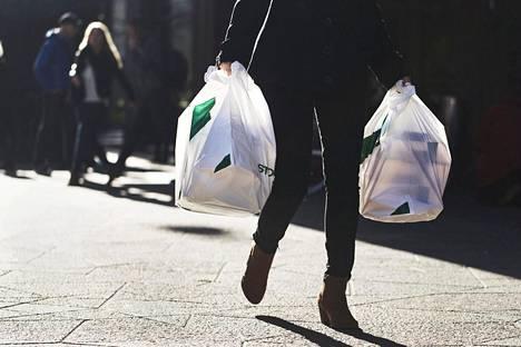 Tilastokeskuksen tutkimuksen mukaan kuluttajien luottamus talouteen parani kesäkuussa merkittävästi.