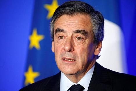 François Fillon on menettänyt asemiaan Ranskan presidentinvaalikamppailussa korruptioepäillyn takia.