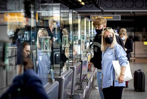Eurooppalaiset lentokentät kirivät ilmastotavoitteitaan. Myös Amsterdamin Schiphol aikoo hiilineutraaliksi viimeistään ensi vuosikymmenen alussa.