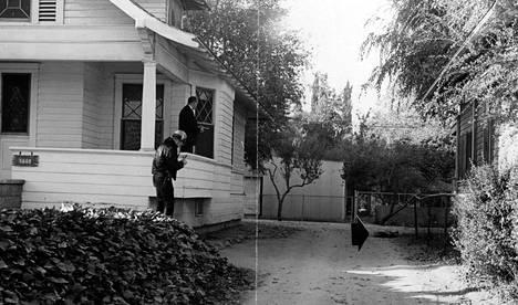 Cheri Jo Batesin murhapaikka Riversidessa vuonna 1966. Uhrin ruumis näkyy kuvassa nuolen osoittamassa paikassa.