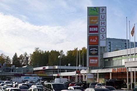 Kaupungin virkamiesten mukaan Puhoksen ilmettä hallitsevat nykyisin parkkipaikat.