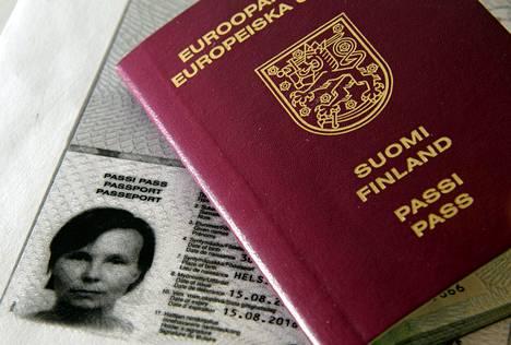 Tänä vuonna uuden passin hankkivat saavat vielä nykyisen mallisen matkustusasiakirjan, mutta ensi vuonna passin ilme uudistuu.