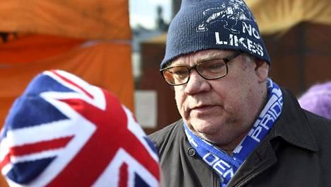 Timo Soini kampanjpoi eduskuntavaaleissa Korsossa maaliskuun lopussa.
