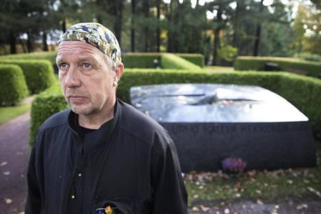 Syyskuussa vuonna 1986 Pertti Johansson tarttui lapioon. Urho Kekkonen oli kuollut.