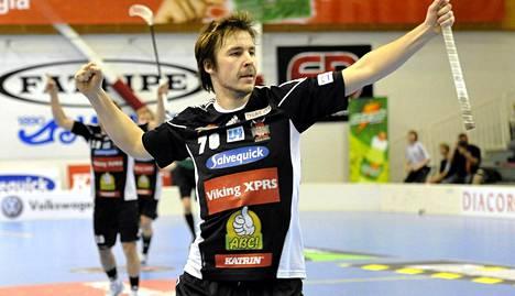 Juho Järvinen laukoi maalin salibandyn Champions-cupissa.