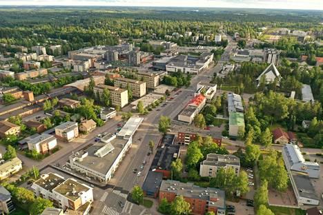 Ilmakuvaa Hyvinkään keskustasta. Eläkkeelle jäävä kaupunginjohtaja Jyrki Mattila on huolissaan, millaisen budjetin kaupunki muodostaa tulevaisuudessa, kun sote-menot poistuvat.