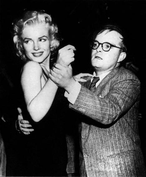 Truman Capote tanssimassa Marilyn Monroen kanssa El Moroccossa vuonna 1954 – Gerald Clarken Capote-elämäkerran kuvitusta.