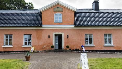 Nykyään Tuomarinkartanon 1790-luvulla rakennetussa päärakennuksessa toimii Taidekoulu Alfa.