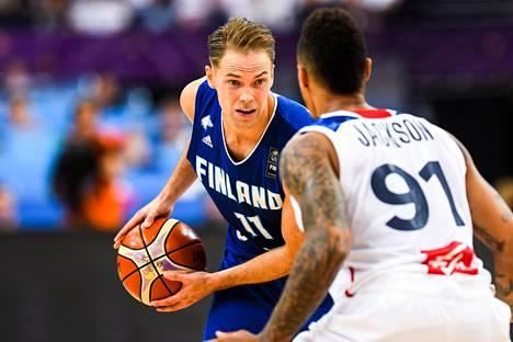 Petteri Koponen on ollut olkavaivastaan huolimatta Suomen ratkaisupelaajia EM-kisoissa.